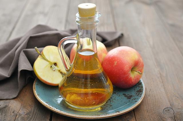 É possível tratar a infecção urinária consumindo vinagre de maçã