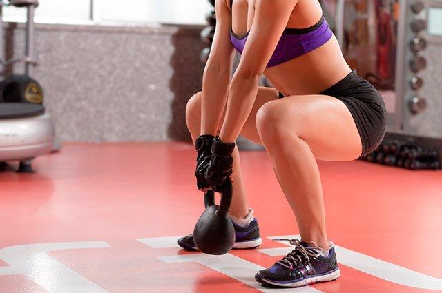 As variações de agachamento estão entre os melhores exercícios para definir e engrossar as pernas